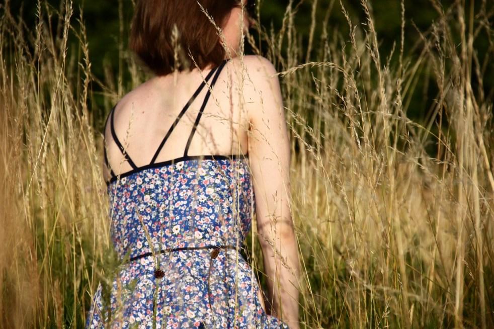 robe_fleur_bleue_bretelles