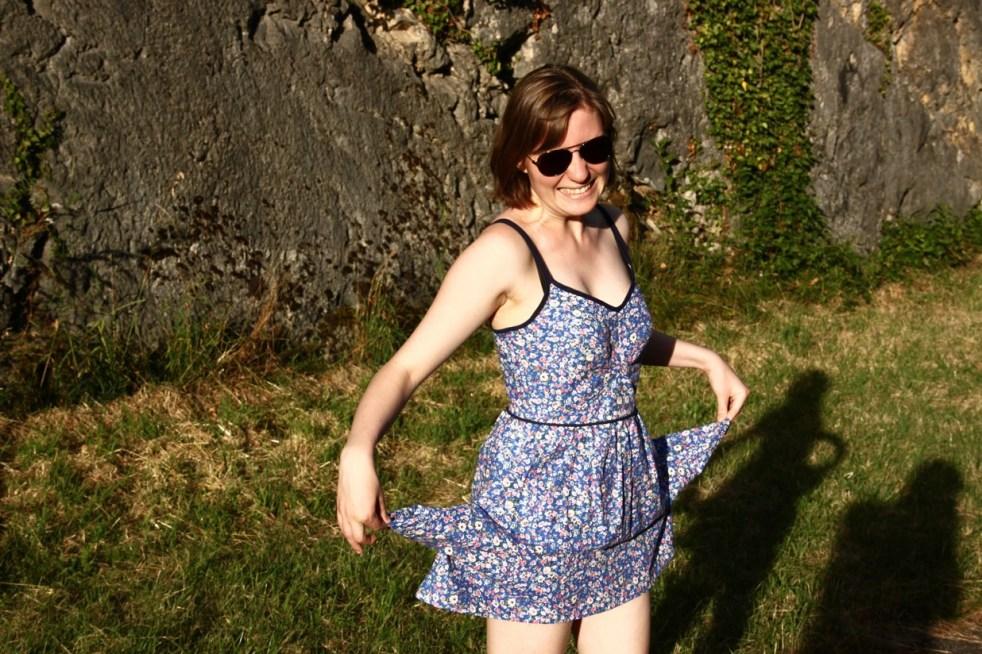 robe_fleur_bleue_poches